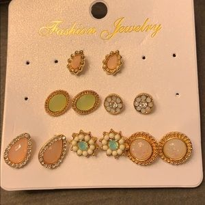 2/$15 SO PRETTY!! 6 pack of studs!